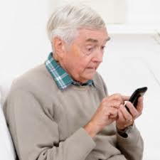 אזרח ותיק עם סמארטפון