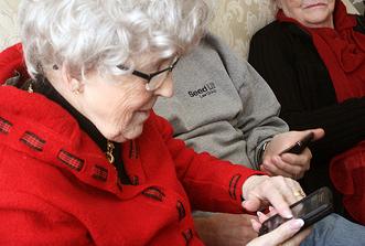 קשישים וסמארטפון