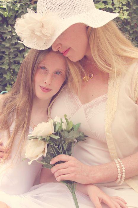 אמהות & בנות