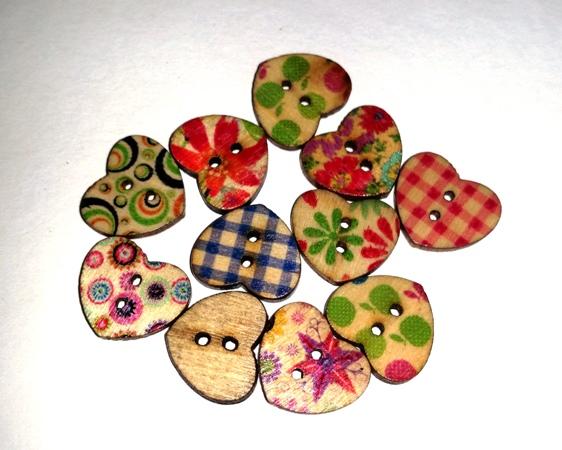 כפתורים מעץ-לב