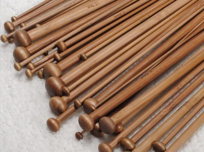 """מסרגות מבמבוק לבנות- אורך 25 ס""""מ"""