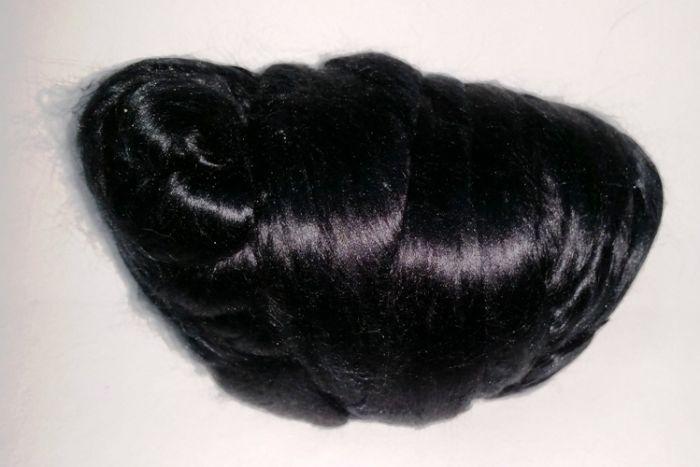 סיבי משי טבעיים, שחור