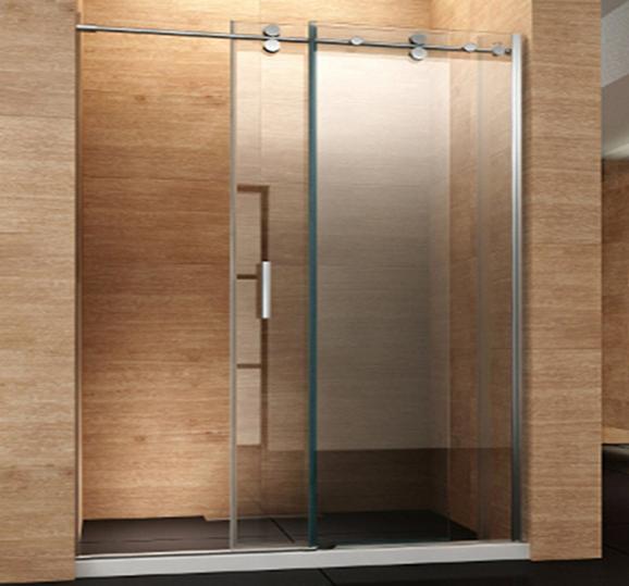 מקלחון עם דלתות הזזה