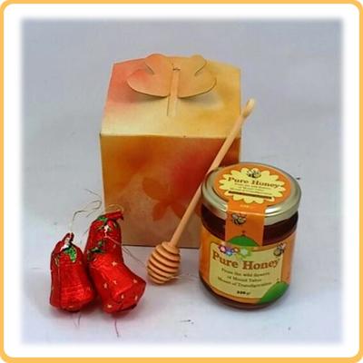 דבש וכפית במארז פרפר קרם