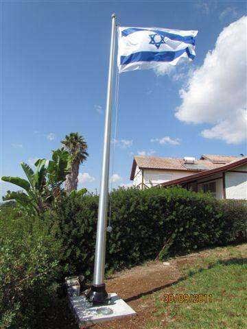 תורן אלומיניום לדגל גובה 5 מטר התקנה בבית פרטי