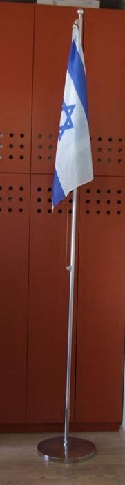 תורן נייד בגובה 3 מטר עם גלגלות וכבל פלדה גמיש ודגל ישראל 80 על 110 סמ