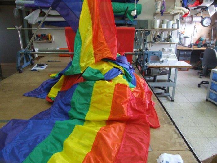 ייצור דגלים לשבוע הגאווה