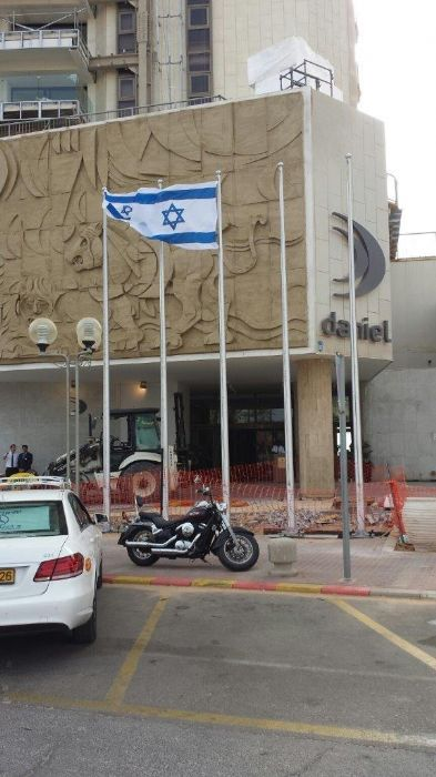 תורן אלומיניום בגובה 8 מטר התקנה במלון דניאל בהרצליה