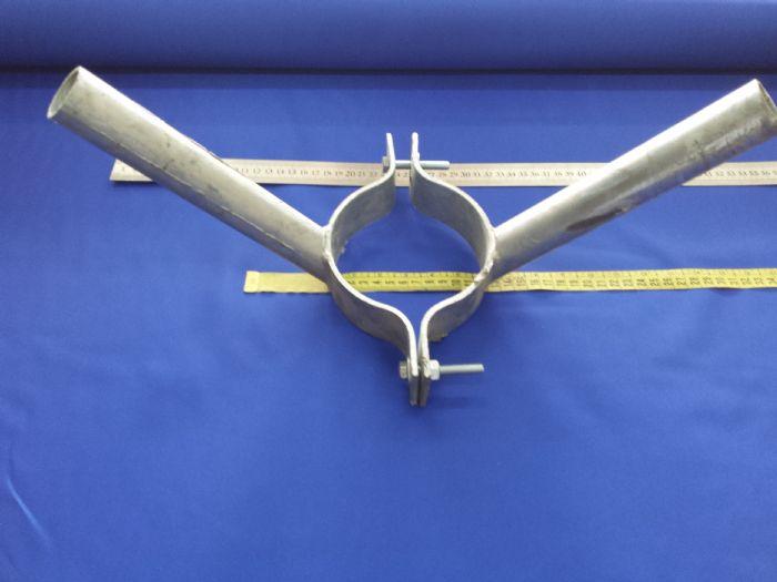 מתקן דגל משני צידי עמוד התאורה