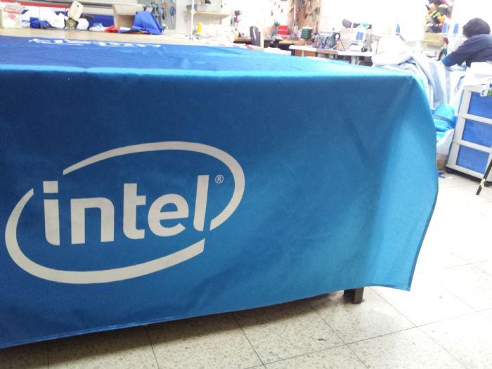 מפת שולחן אינטל מודפס על בד סטן