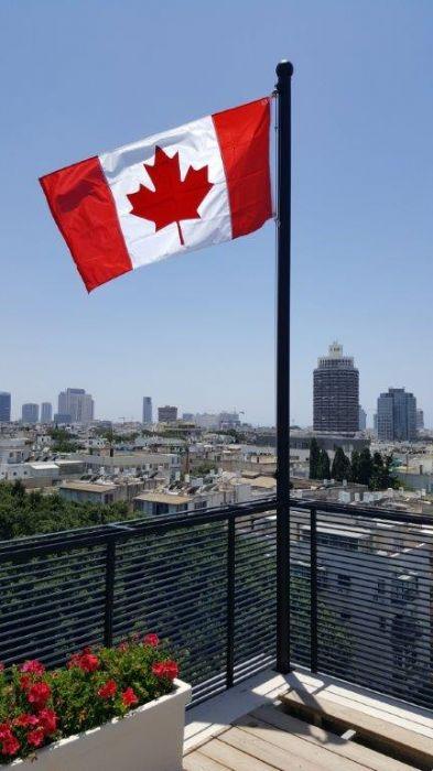 התקנה על מרפסת גג בית שגרירת קנדה בתל אביב