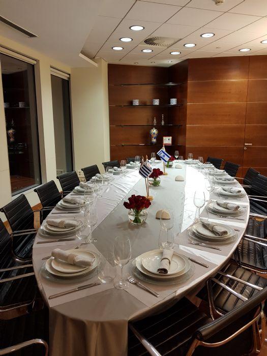 מפת שולחן ודגלונים מתוצרת מפעלינו לחדר ישיבות הנהלת IDB