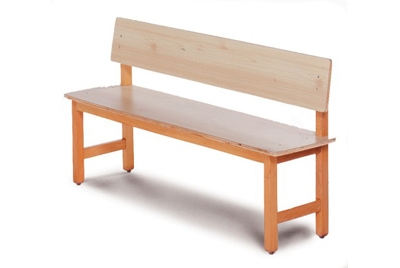 ספסל עץ בהיר
