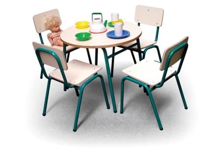 שולחן וכסאות בובה