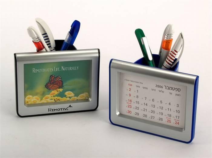 לוגי - מעמד לעטים, לוח שנה ומסגרת לתמונה