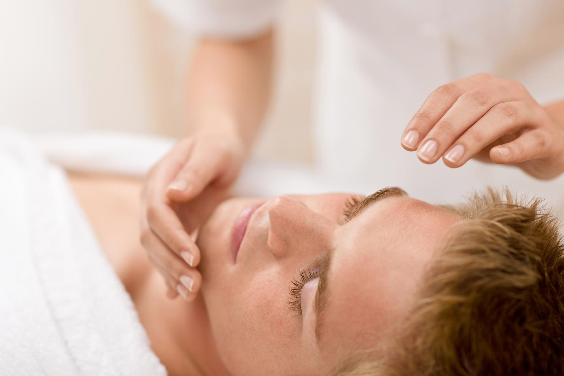 תמונת נושא טיפול פנים לגבר