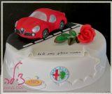 מכונית אלפא רומאו אדומה על עוגת יום הולדת - Alfa Romeo car cake