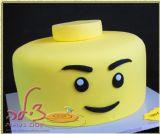 עוגת לגו מן בציפוי בצק סוכר עם צבע מאכל טבעי