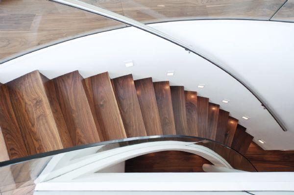 מדרגות עץ סולם יעקב