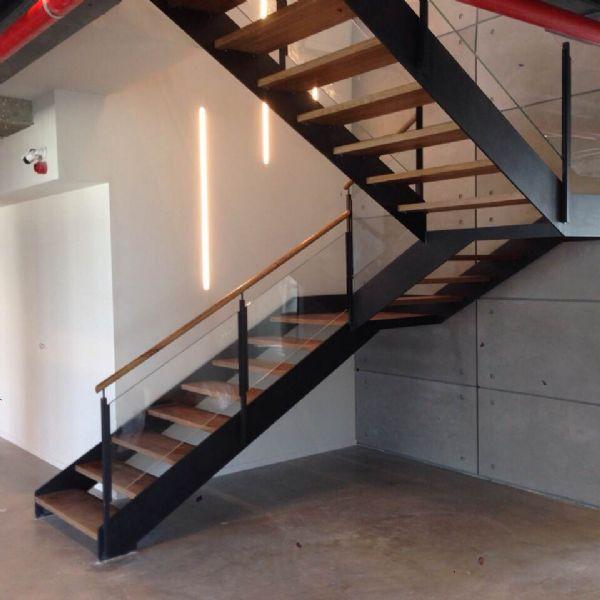 מדרגות מתכת