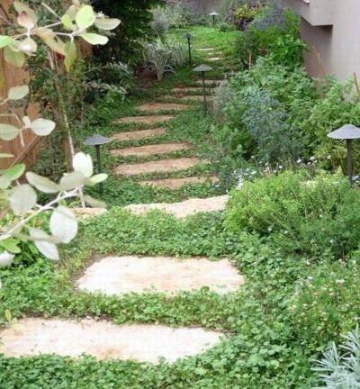עיצוב גינה - שבילים בגינה. שביל מדרך בטון בומנייט