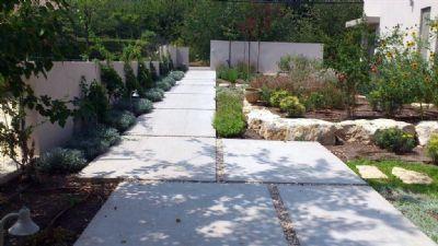 עיצוב גינות  פיתוח שטח שביל מדרכי בטון