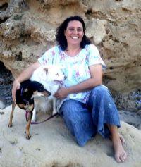 זהר גל מחבקת כלב טיפול רגשי הנעזר בכלבים טיפוליים