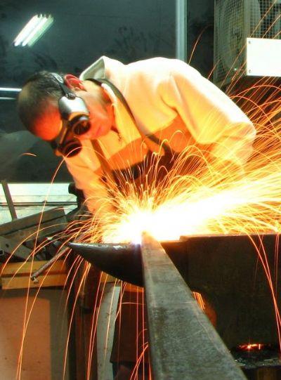 קורס נפחות מודרנית - כלי ליצירה בברזל.
