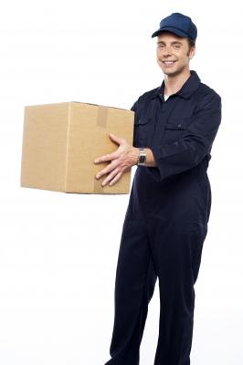 שליח עם חבילה