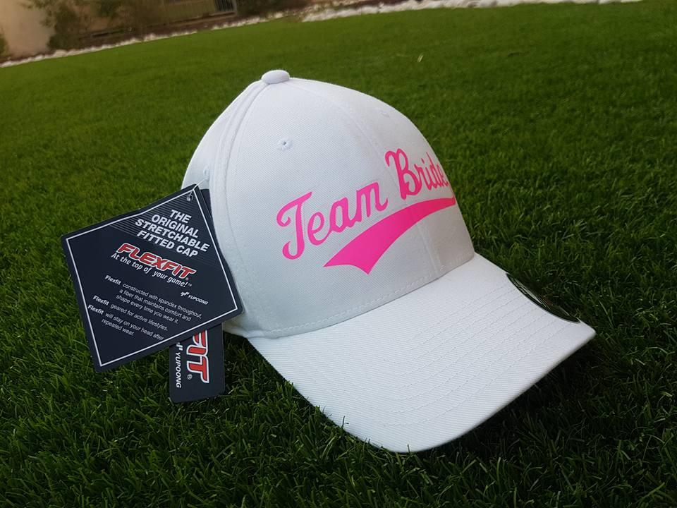 הדפס ורוד על כובע של בייסבול