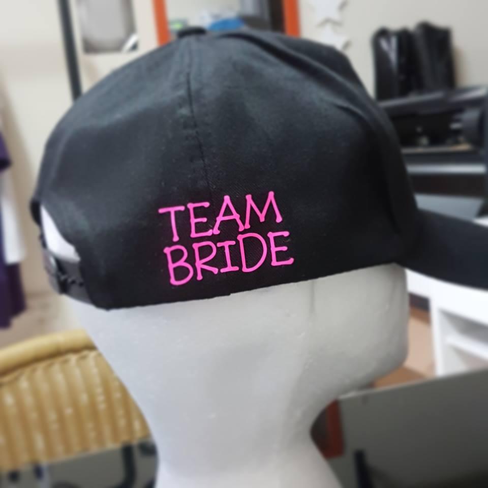 הדפס לחתונה על כובע בייסבול