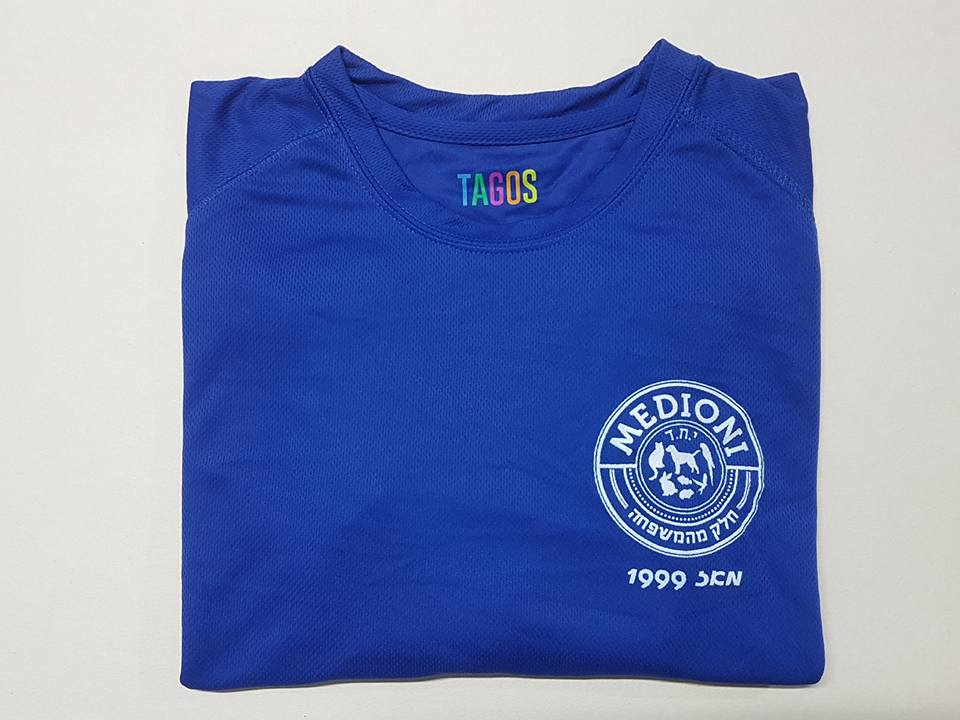 חולצה כחולה בעיצוב מיוחד עם הדפס צדדי