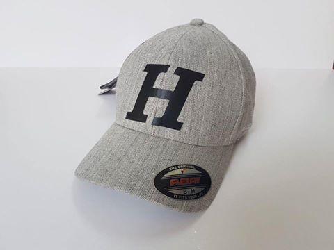 כובע בייסבול אפור עם הדפס רקמה