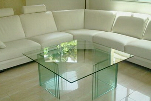 גלריית שולחנות זכוכית מעוצבים