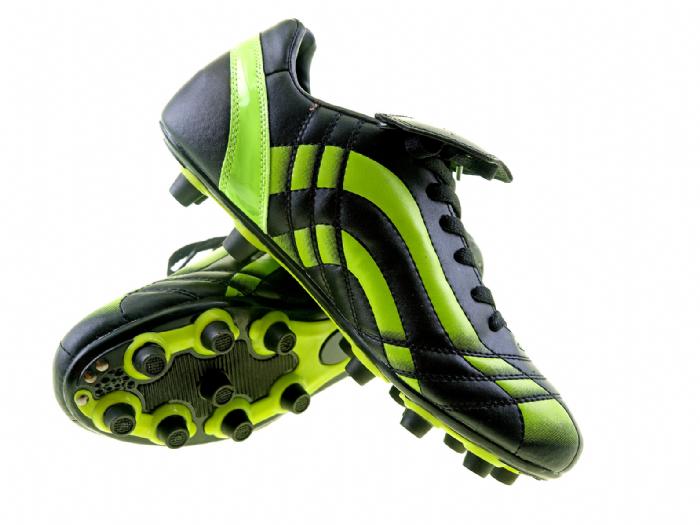 נעלי כדורגל