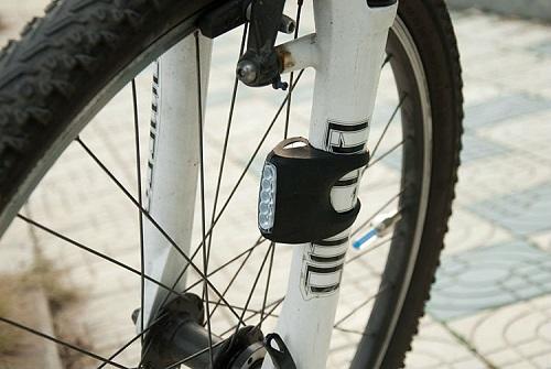 פנס גמיש לכל סוגי האופניים