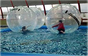כדורים במים
