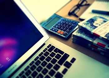 סטודנט מחפש הלוואות לסטודנטים ברשת
