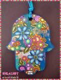 D24- חמסה על גווני כחול-טורקיז בשילוב עלי זהב, גלילי פרחים צבעוניים ופרחים דו מימדיים ובמרכזם אבני קריסטל על גוון טורקיז (SOLD).