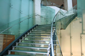 מדרגות מעוצבות לפנים