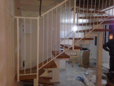 מדרגות עץ ספירלה