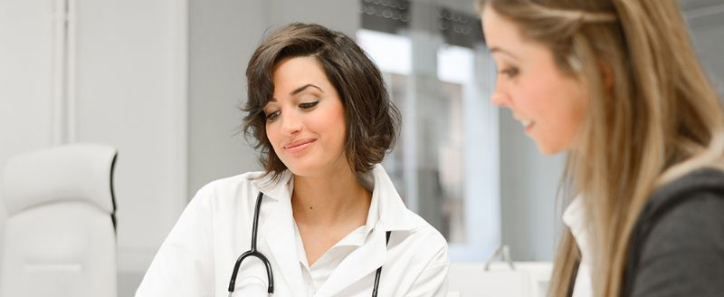רופא גניקולות ומיילדת