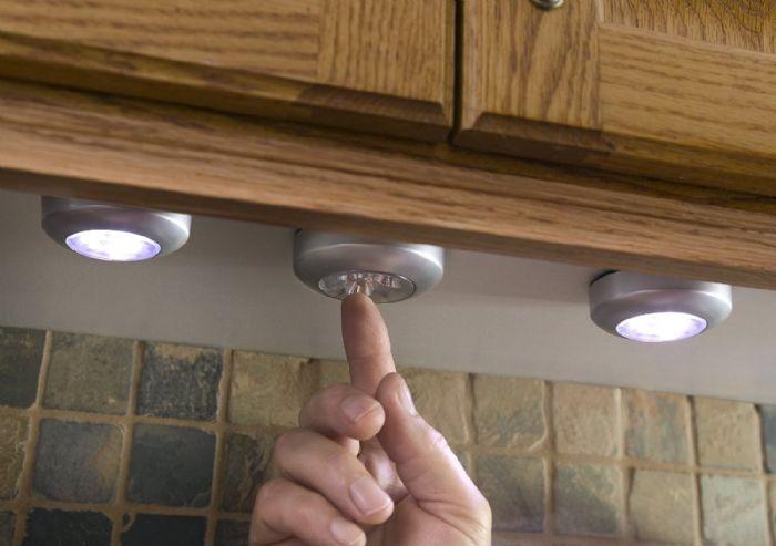 3 מנורות לד על לחצן הדלקה