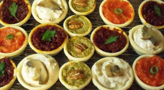 טרטלטים - מוס טונה, גבינת שמנת וסלמון מעושן, פסטו,מוצרלה וסביצ'ה 30 יח' במגש