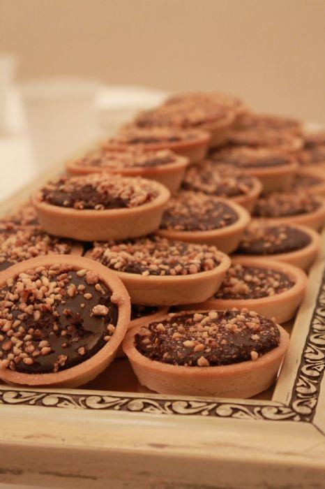 פאי שוקולד ואגוזים- 30 יח' במגש