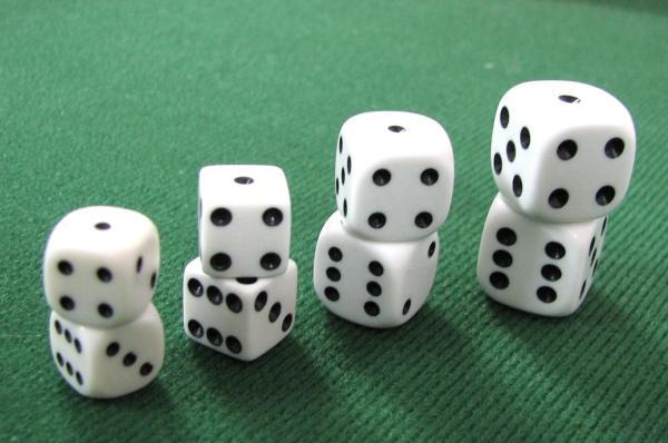 קוביות לבנות למשחקי שש בש