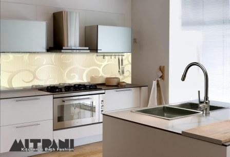 מבצע מפנק ומיוחד - חיפוי זכוכית לקירות במטבח צבעים חלקים +שילוב זכוכית צבעונית לפי מידה בבית