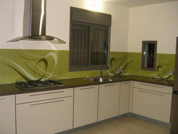 חיפוי זכוכית למטבח דוגמא-6 גוני ירוק זית.משפחת חדד-מבשרת ציון-ירושלים.