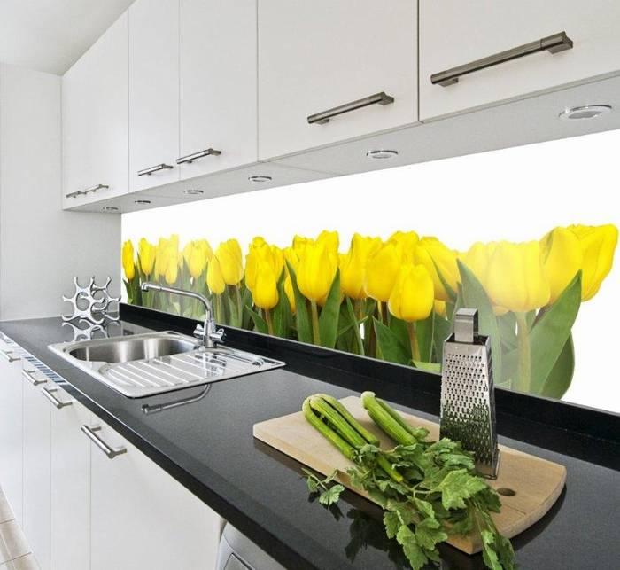 חיפוי זכוכית למטבח דוגמא 15 רקע פרחים צהובים.