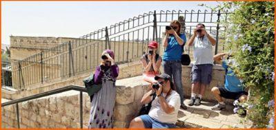 תלמידים לומדים צילום עם יוסי וונש